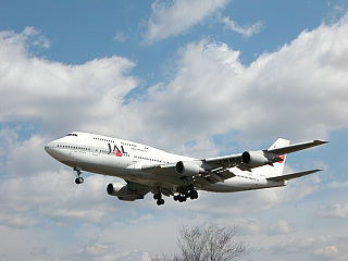 JAL B747-446D (JA8903)