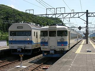 近江塩津にて(右が4845M)