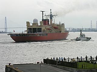 「しらせ」横須賀へ向け出港
