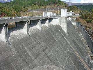 東荒川ダム