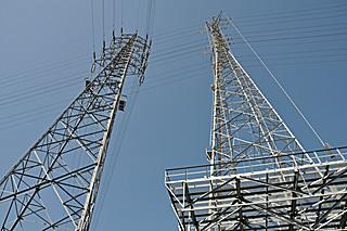 右:東電愛鷹線58号鉄塔 左:JR東海西-沼178号鉄塔