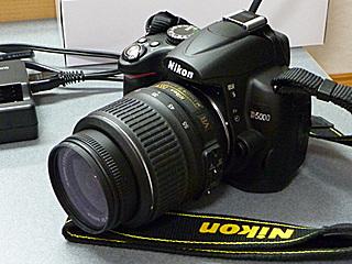 Nikon D5000 + AF-S DX NIKKOR 18-55mm f/3.5-5.6G VR