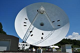 NRO 45m 主鏡パネル交換中